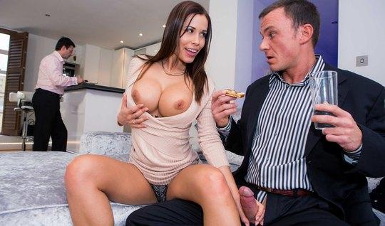 Жена изменяет мужу с шефом супруга...