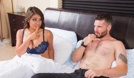 Парень пришел с работы и получил секс в лучшем виде от просн...