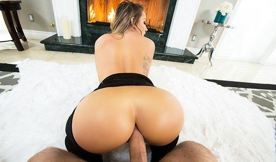 Красотка с большой задницей любит анальный секс...