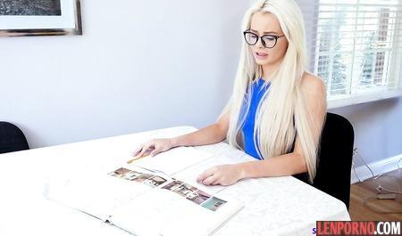 Студентка блондинка трахается размещение