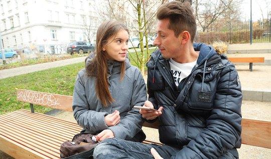 Парень развёл молодую девушку на секс после прогулки...