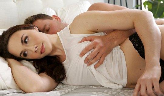Муж разбудил любимую жену и нежно трахнул с утра...