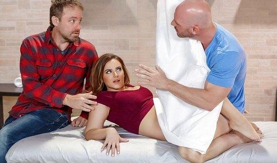 Муж разрешил жене трахнуться с бритоголовым массажистом без ...
