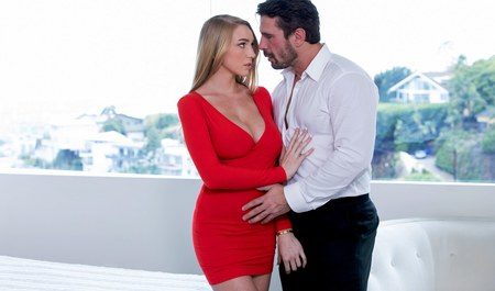 Секс грудастой блондинки с начальником у него дома...