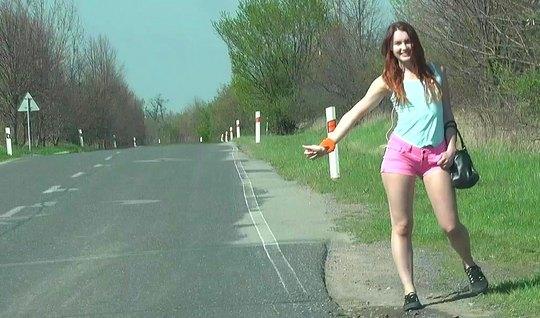 Парень снял на трассе рыжую проститутку и выебал ее на обочи...