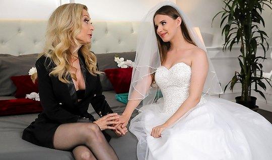 Невеста перед свадьбой трахается с зрелым отцом мужа и его ж...