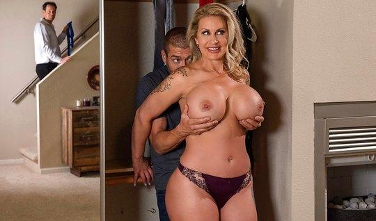Зрелка тайком от мужа привела в дом любовника и трахнулась с...