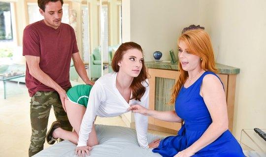 Рыженькая мамочка помогает своей дочери удовлетворить парня ...