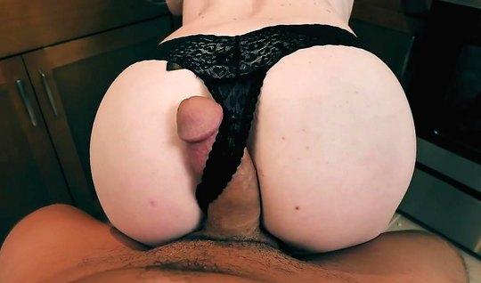 Блондинка сняла трусики перед мужем и согласилась на домашни...