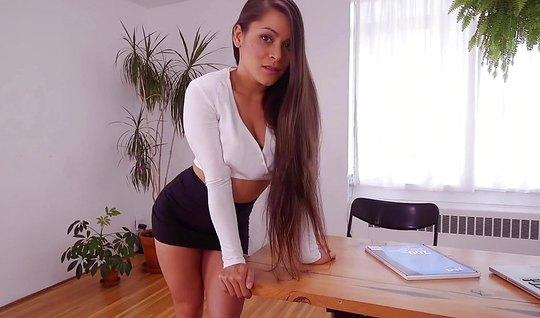 Учительница с большими сиськами любит домашнее порно от перв...