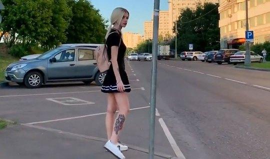 Парень снимает со своей русской блондинкой домашний минет на...