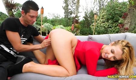 besheniy-seks-na-plyazhe-seks-video-porno-s-elitnoy-shlyuhoy-onlayn