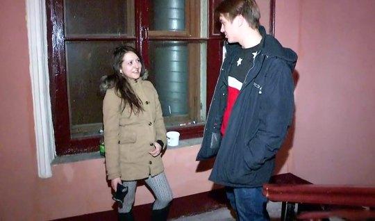 Русский пикапер на улице снял девушку и привел домой для сек...