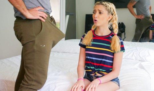 Молодая девушка в спальне отсосала член и прошла кастинг на ...