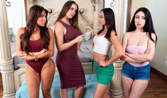 Лесбиянки на большой кровати устроили оргию и кончили от ора...
