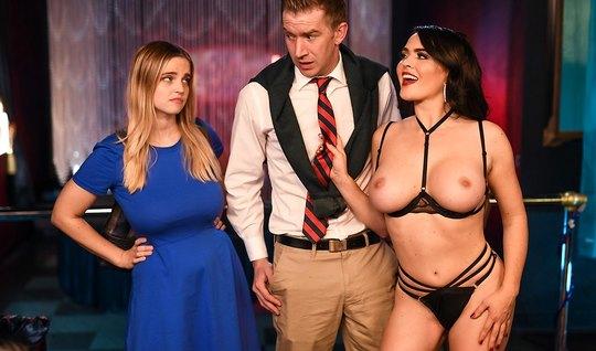 Муж изменяет своей жене с сексуальной брюнеткой стриптизерше...