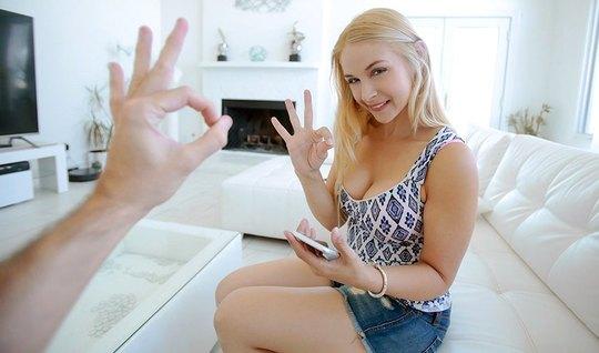 Блондинка мамочка не отказала своему пасынку в сексе от перв...