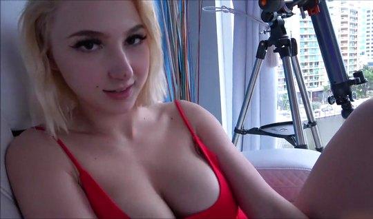 Блондинка с большими сиськами согласилась на домашнее порно ...