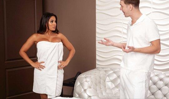 Мамка с большими дойками после массажа изменяет своему супру...