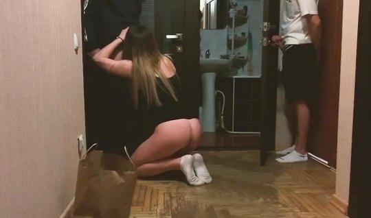 Русская девушка изменяет своему другу с его товарищем, котор...