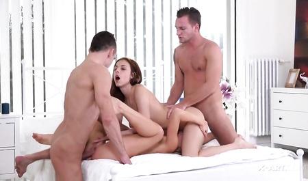 Две молодые пары секс