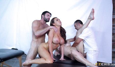 Две подружки на пару забавляются групповым сексом с двумя ма...