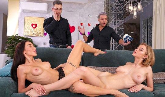 Татуированная русская лесбиянка и ее подружки устроили групп...