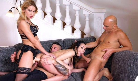 Девушки со страпоном принимают участие в групповом сексе с д...