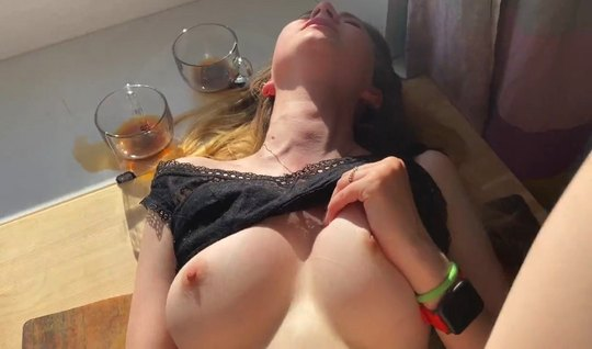 Русская красотка во время домашнего порно получила нереально...