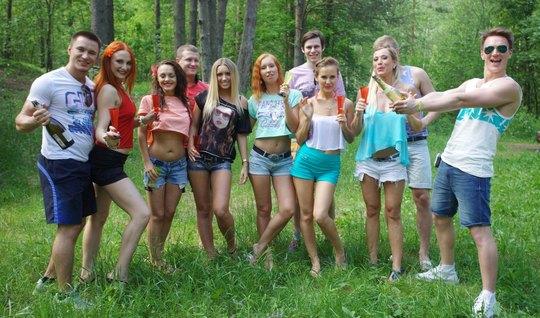 Русские шлюшки подарили парням на природе настоящую оргию с ...