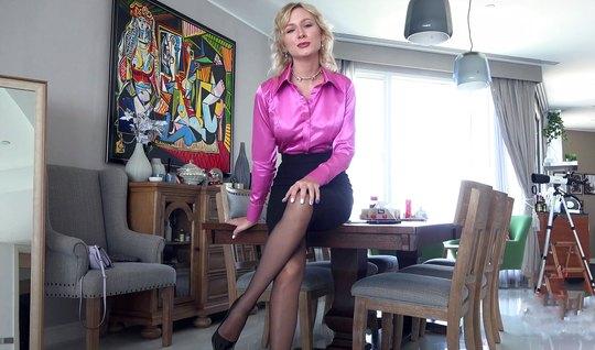 Русская блондинка не отказала своему любовнику в съемке дома...