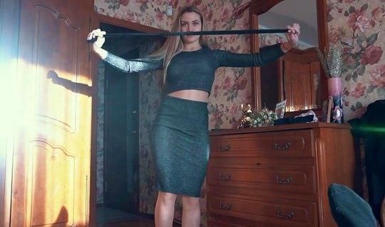 Телочка похвасталась одеждой и муж снял на камеру домашнее р...