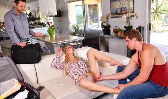 Девица решила изменить и раздвинула ноги перед опытным любов...