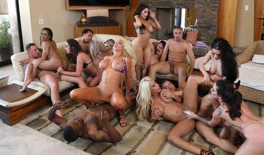 Порно пародия на свингерскую вечеринку в исполнении сексуаль...