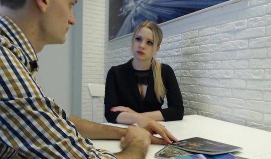 Репетитор на видео камеру снимает домашнее порно с молодой с...