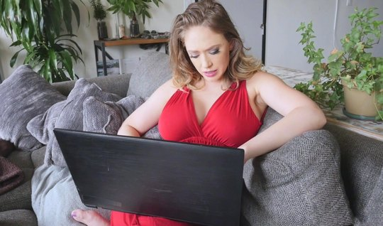 Мамка с большими дойками не была против съемки порнухи от пе...