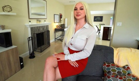 Блондинка с большими сиськами от первого лица трахается с др...