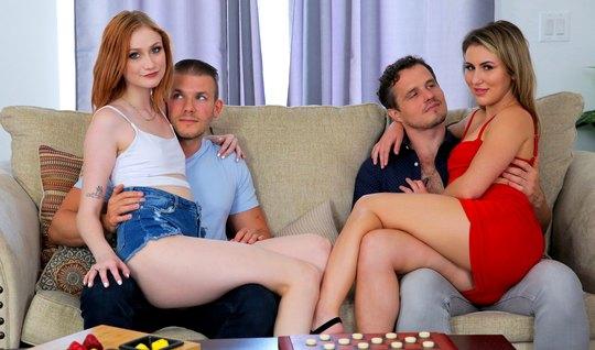 Рыжая и блондинка пригласили парней для свингер нежного порн...