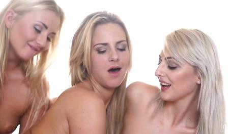 Длинноногая чикса порно фото