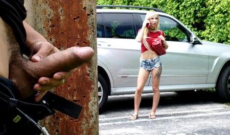 Местный фетишист подрочил и трахнул иногороднюю телку в ее м...