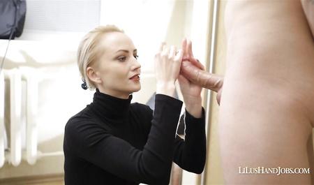 ebut-zhenu-sekretarsha-v-ochkah-na-chlene-u-shefa-porno-sayt-dlya-moblnih