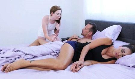 Милашка Карли Брукс прется с мужем после измены...