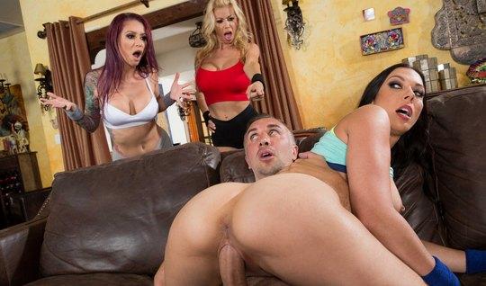 Три милфушки занимаются групповым сексом с новым парнем посл...