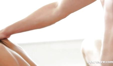 Смотреть порно стройная брюнетка раком, негр лижет титьки