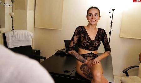 Шеф долбит сладкую щелку секретарши Eva Lopezzz после работы...